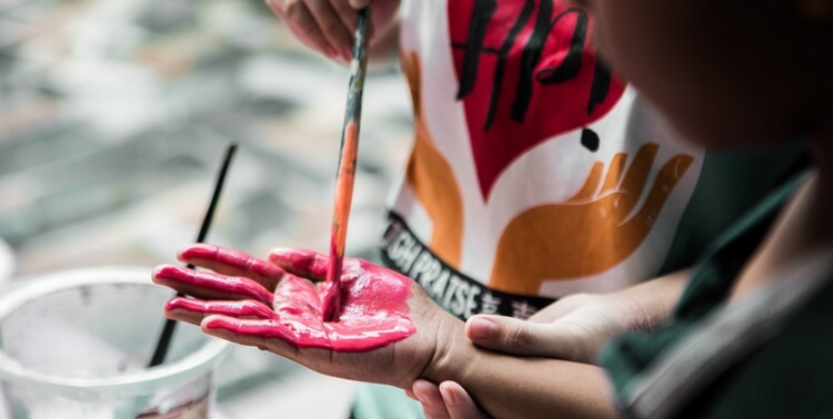 painting a child's hand red