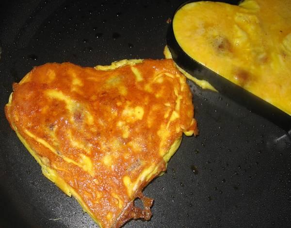 heart shape omelettes