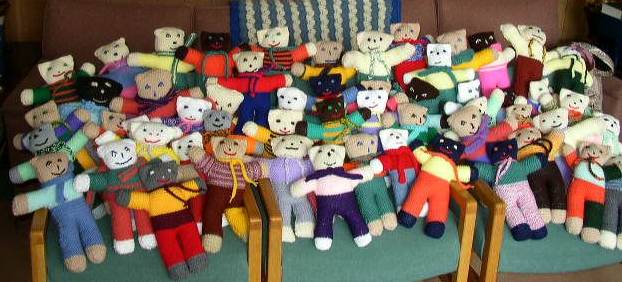 knit and crochet teddies for tragedy